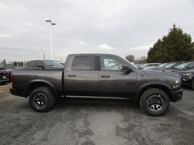 2018 Ram 1500 Crew Cab 4x4, Pickup #45187139 - photo 4