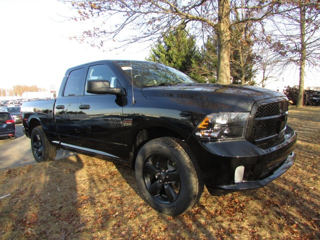 2018 Ram 1500 Quad Cab 4x4, Pickup #45207623 - photo 3