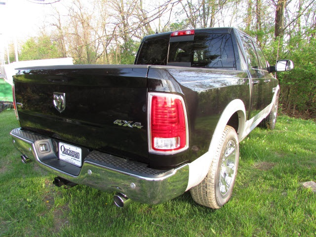 2017 Ram 1500 Crew Cab 4x4, Pickup #45702852 - photo 5