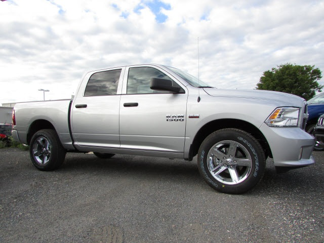 2017 Ram 1500 Crew Cab 4x4,  Pickup #45761581 - photo 4