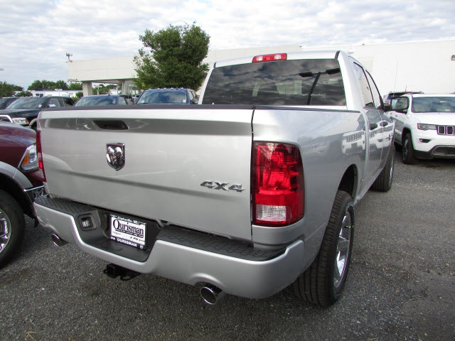 2017 Ram 1500 Crew Cab 4x4,  Pickup #45761581 - photo 5