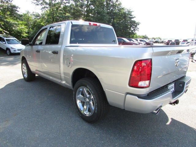 2017 Ram 1500 Crew Cab 4x4, Pickup #45761582 - photo 2