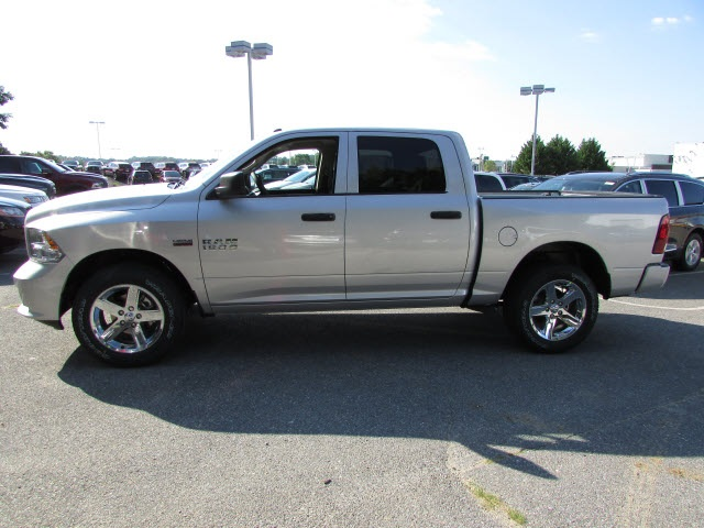 2017 Ram 1500 Crew Cab 4x4, Pickup #45761582 - photo 8