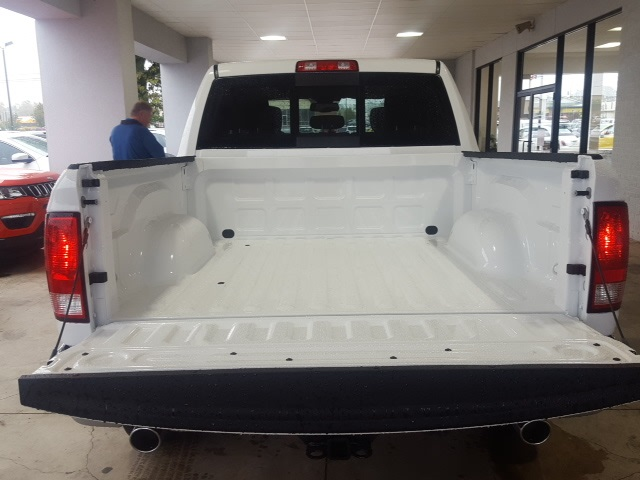 2018 Ram 1500 Crew Cab 4x4 Pickup #18093 - photo 4