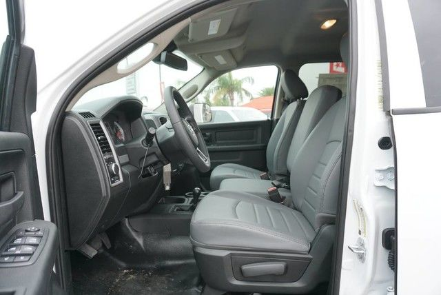 2018 Ram 3500 Crew Cab DRW 4x4,  Platform Body #G376274 - photo 24