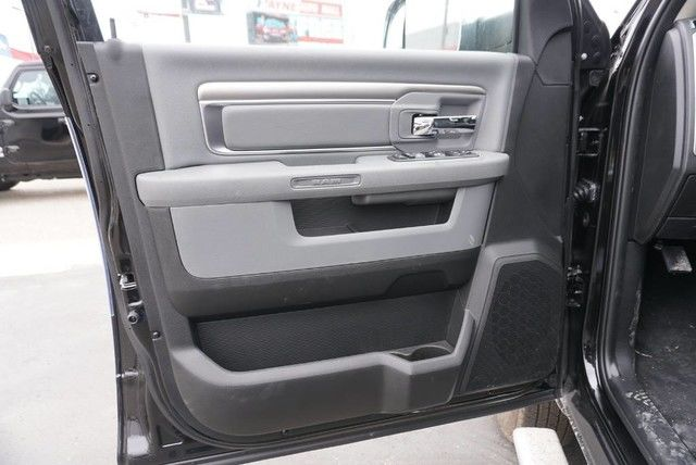 2018 Ram 3500 Crew Cab DRW 4x4,  Pickup #G392714 - photo 28