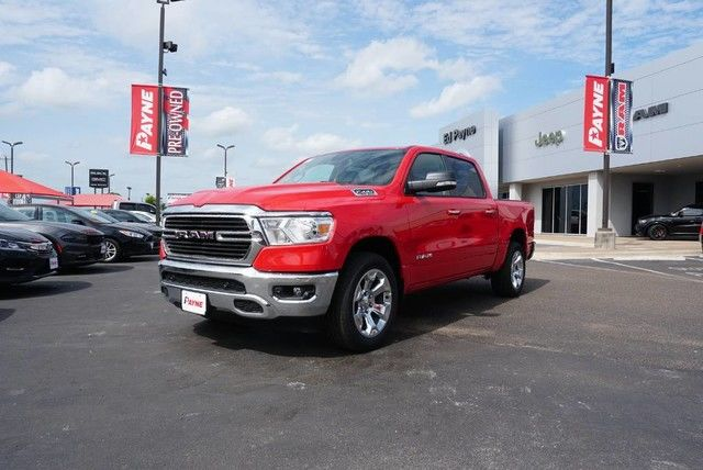2019 Ram 1500 Crew Cab 4x2,  Pickup #N680171 - photo 1