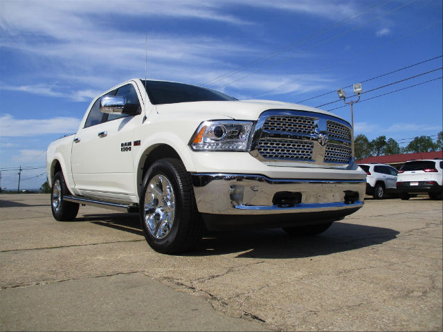 2017 Ram 1500 Crew Cab 4x4, Pickup #688455 - photo 3
