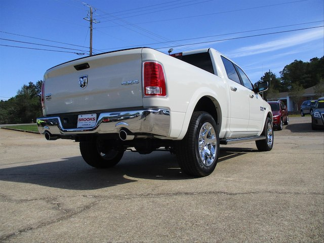 2017 Ram 1500 Crew Cab 4x4, Pickup #688455 - photo 4