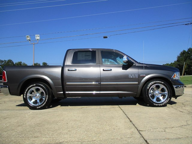 2017 Ram 1500 Crew Cab 4x4 Pickup #780816 - photo 5