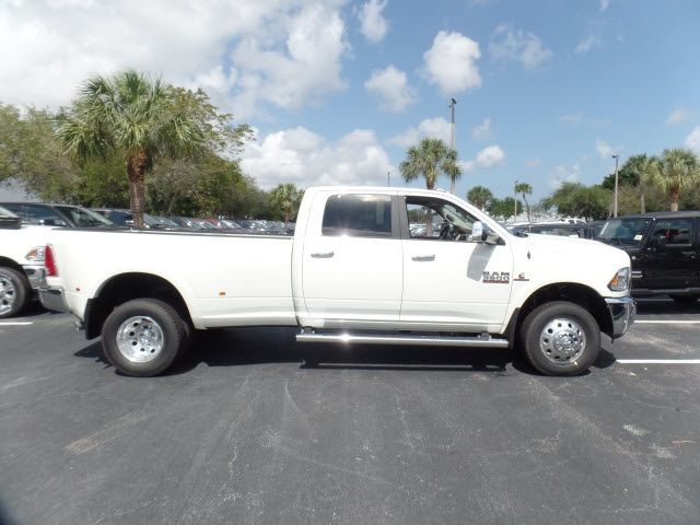 2017 Ram 3500 Crew Cab DRW 4x4 Pickup #HG638233 - photo 13