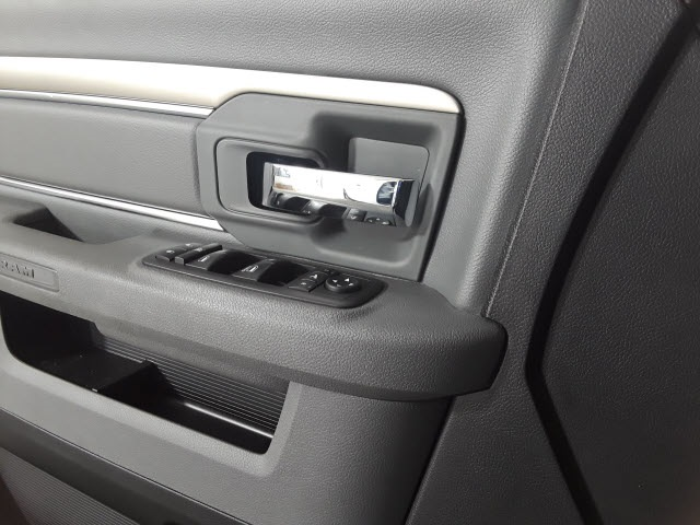 2018 Ram 1500 Quad Cab, Pickup #JS211535 - photo 9