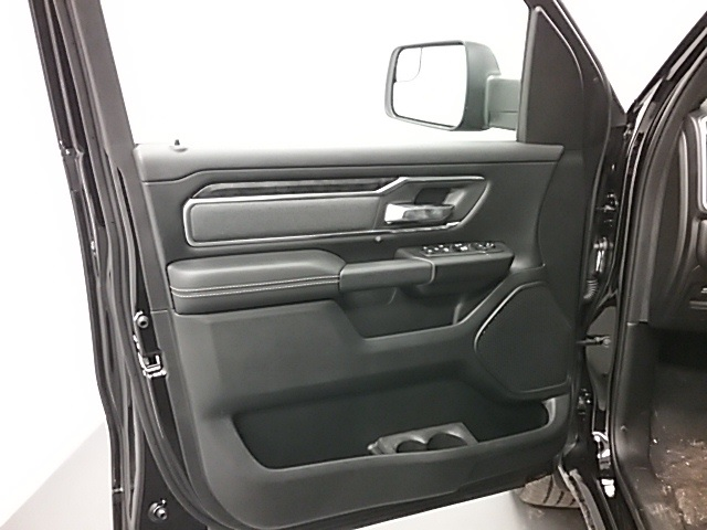 2019 Ram 1500 Crew Cab 4x4,  Pickup #19R102 - photo 5