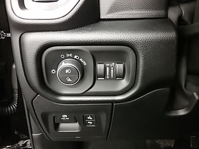 2019 Ram 1500 Crew Cab 4x4,  Pickup #19R109 - photo 10