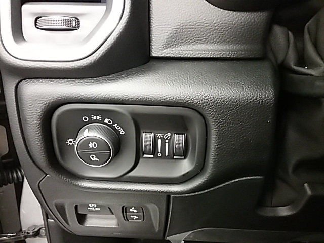 2019 Ram 1500 Crew Cab 4x4,  Pickup #19R113 - photo 10