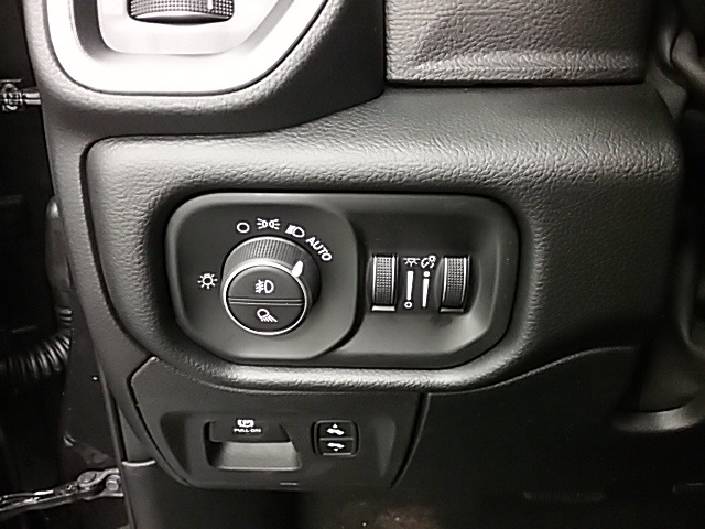 2019 Ram 1500 Crew Cab 4x4,  Pickup #19R115 - photo 10