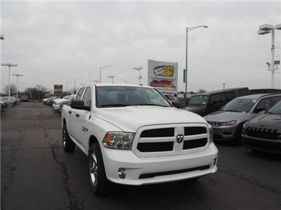 2018 Ram 1500 Crew Cab 4x4, Pickup #RT18071 - photo 3