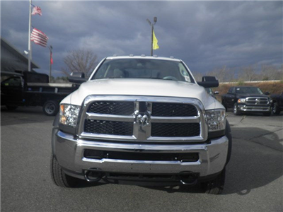 2018 Ram 5500 Crew Cab DRW 4x4, Cab Chassis #N18025 - photo 5