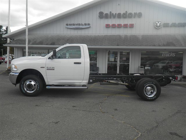 2018 Ram 3500 Regular Cab DRW 4x4,  Cab Chassis #N18237 - photo 3