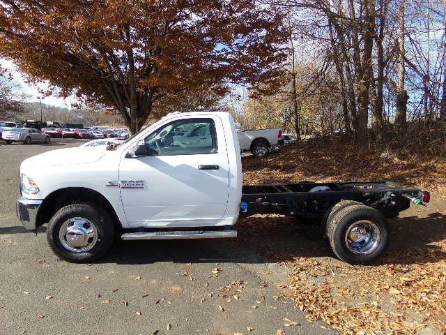 2018 Ram 3500 Regular Cab DRW 4x4, Cab Chassis #JG104563 - photo 3