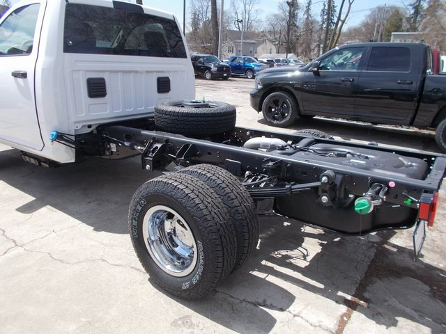 2018 Ram 3500 Regular Cab DRW 4x4,  Cab Chassis #180785 - photo 5