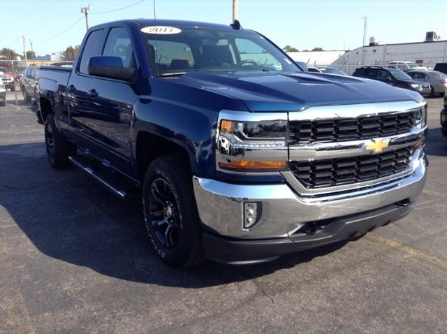 2017 Chevrolet Silverado 1500 Double Cab 4x4, Pickup #M6749A - photo 3