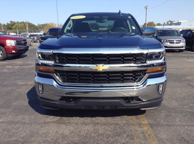 2017 Chevrolet Silverado 1500 Double Cab 4x4, Pickup #M6749A - photo 4