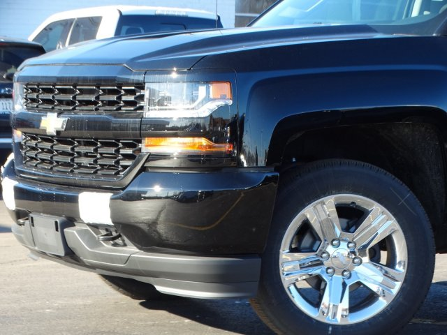 2018 Silverado 1500 Crew Cab 4x4,  Pickup #65766 - photo 3