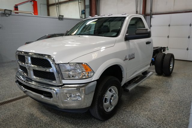 2018 Ram 3500 Regular Cab DRW 4x4, Cab Chassis #D182262 - photo 4