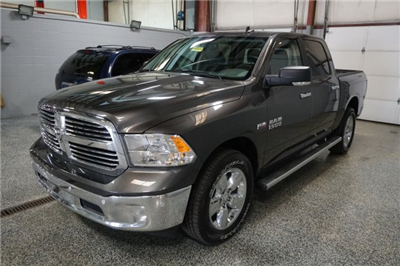 2018 Ram 1500 Crew Cab 4x4, Pickup #D182340 - photo 4