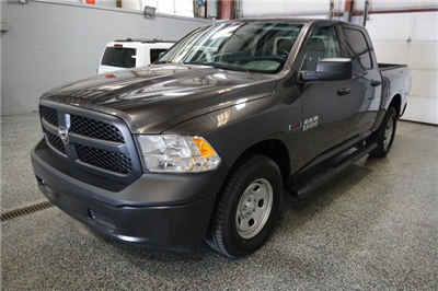 2018 Ram 1500 Crew Cab 4x4,  Pickup #D182433 - photo 4