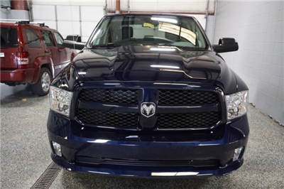 2018 Ram 1500 Crew Cab 4x4, Pickup #FD182032 - photo 3