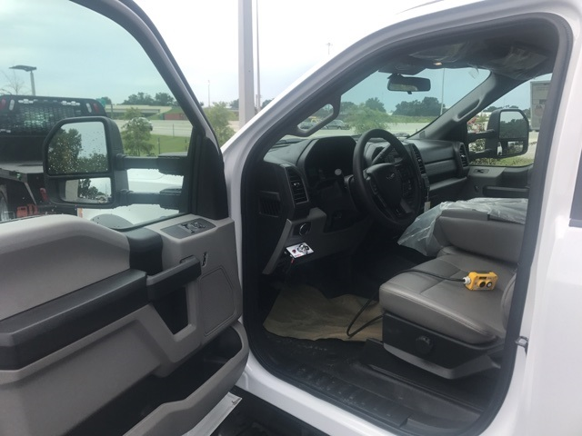 2017 F-550 Regular Cab DRW, Landscape Dump #HED46587 - photo 4