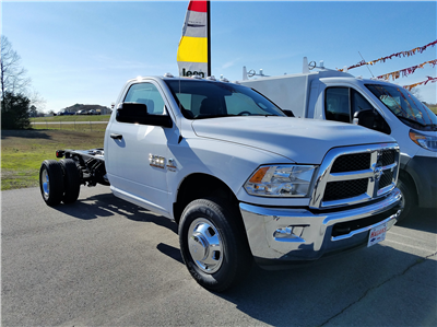 2017 Ram 3500 Regular Cab DRW, Cab Chassis #14375 - photo 4