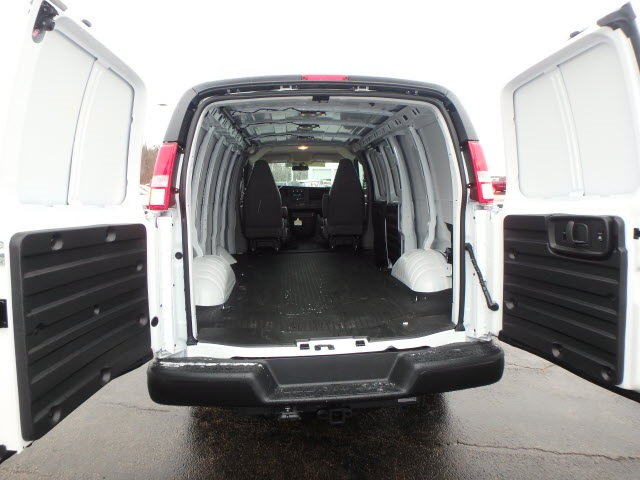 2019 Savana 2500 4x2,  Empty Cargo Van #89120 - photo 9