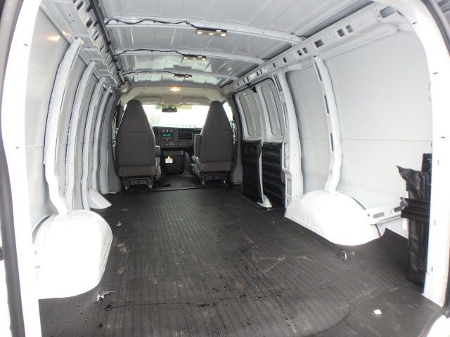 2019 Savana 2500 4x2,  Empty Cargo Van #89120 - photo 2