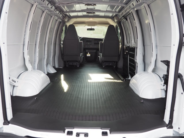 2018 Savana 2500 4x2,  Empty Cargo Van #WDFBBF - photo 2