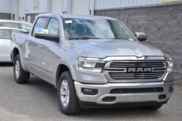2019 Ram 1500 Crew Cab 4x4, Pickup #9R28 - photo 3