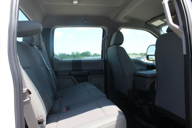 2018 F-550 Crew Cab DRW 4x4,  Cab Chassis #MT18277 - photo 4