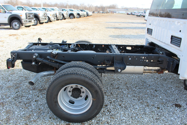 2017 F-350 Regular Cab DRW 4x4 Cab Chassis #T17170 - photo 3
