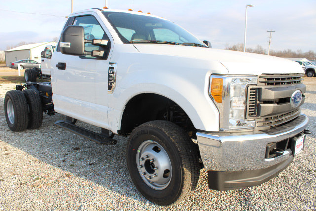 2017 F-350 Regular Cab DRW 4x4, Cab Chassis #T17170 - photo 3