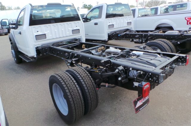 2018 F-550 Regular Cab DRW 4x4, Cab Chassis #F82577 - photo 2