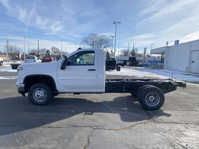 2021 Chevrolet Silverado 3500 Regular Cab 4x4, Cab Chassis #MF178253 - photo 3