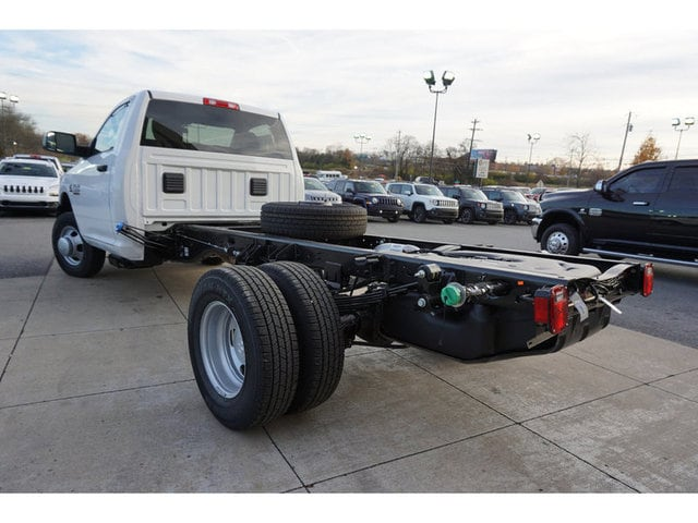 2018 Ram 3500 Regular Cab DRW 4x4 Cab Chassis #8372-18 - photo 2