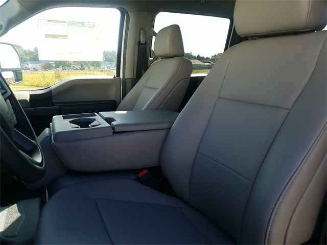 2020 Ford F-550 Crew Cab DRW 4x2, Reading SL Service Body #ND42515 - photo 17