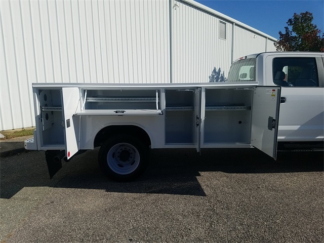 2019 F-450 Crew Cab DRW 4x2,  Reading SL Service Body #NF84956 - photo 11