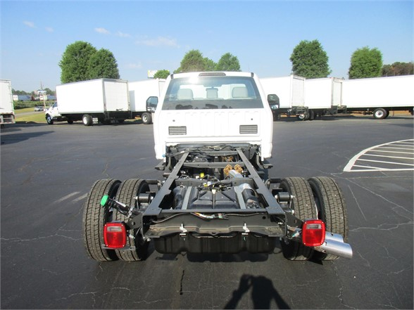 2018 F-450 Regular Cab DRW 4x2,  Cab Chassis #JEB94372 - photo 2