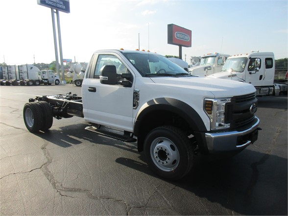 2018 F-550 Regular Cab DRW 4x2,  Cab Chassis #JEC16903 - photo 4