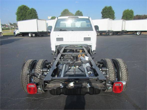 2018 F-550 Regular Cab DRW 4x2,  Cab Chassis #JEC16907 - photo 2