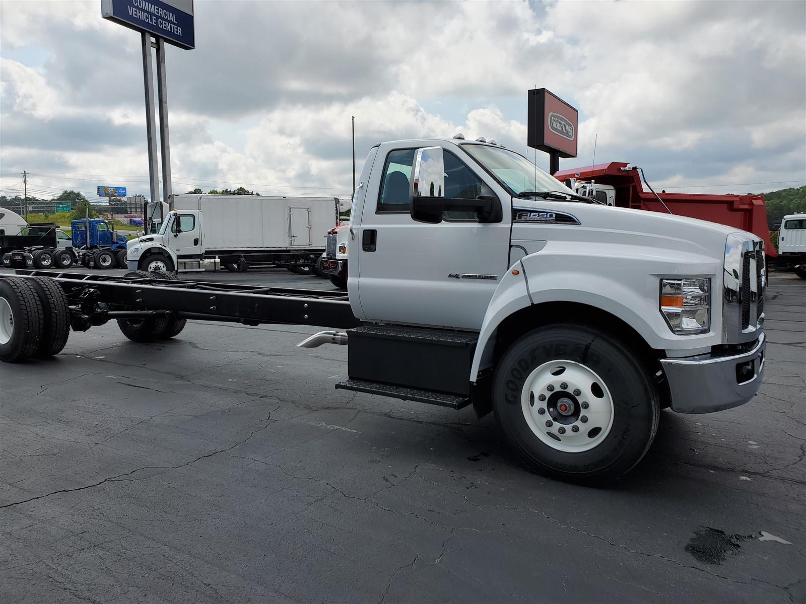 2021 Ford F-650 Regular Cab DRW 4x2, Cab Chassis #MDF02561 - photo 5